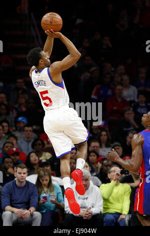 March 18, 2015: Philadelphia 76ers guard Ish Smith (5) shoots the ball during the NBA game between the Detroit Pistons - Stock Photo