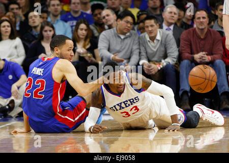 March 18, 2015: Philadelphia 76ers forward Robert Covington (33) and Detroit Pistons forward Tayshaun Prince (22) - Stock Photo