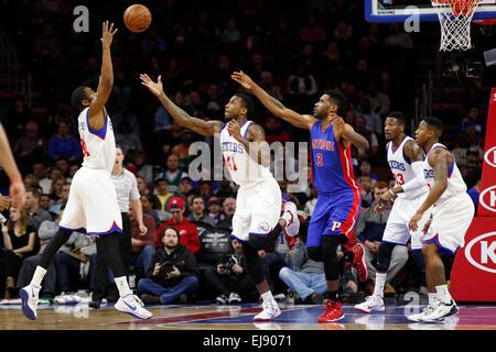 March 18, 2015: Philadelphia 76ers guard Hollis Thompson (31) and forward Thomas Robinson (41) go after the ball - Stock Photo
