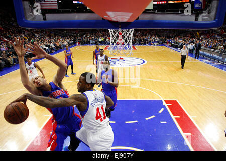 March 18, 2015: Philadelphia 76ers forward Thomas Robinson (41) knocks away the shot by Detroit Pistons forward - Stock Photo