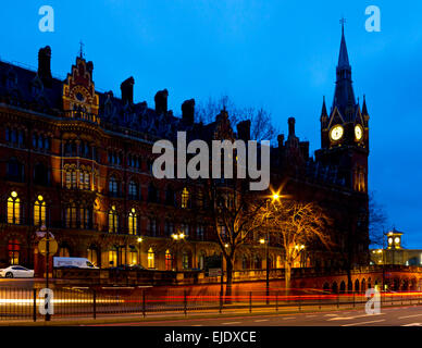 St Pancras Station and hotel in London England UK at dawn opened in 1868 as the southern terminus of the Midland - Stock Photo
