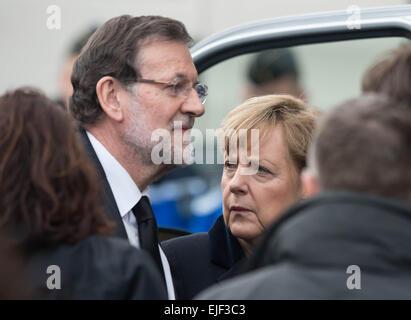 Die deutsche Bundeskanzlerin Angela Merkel und der spanische Ministerpräsident Mariano Rajoy steigen am 25.03.2015 - Stock Photo