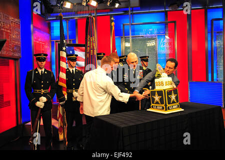 Right to left Brian Killmeade, a co-host on Fox & friends, Gen Raymond Odierno, 38th Chief of Staff of the Army, - Stock Photo