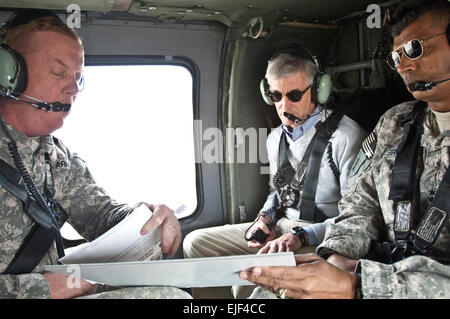 Secretary of the Army John McHugh receives a brief from Maj. Gen. Kenneth S. Dowd left and Lt. Gen. Vincent K. Brooks - Stock Photo
