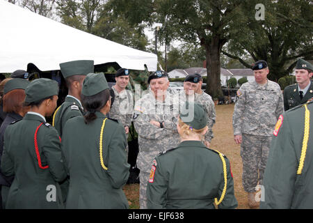 U.S. Army Gen. Richard A. Cody, vice chief of staff of the Army, talks to Reserve Officers' Training Corps students - Stock Photo