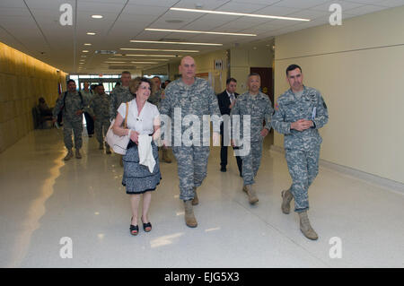 U.S. Army Chief of Staff Gen. Ray Odierno, his wife Linda, Sgt. Maj. of the Army Raymond F. Chandler III and his - Stock Photo