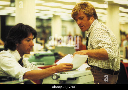 ALL THE PRESIDENT'S MEN 1976 Warner Bros film with Dustin Hoffman at left and Robert Redford - Stock Photo