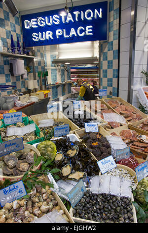 Fishmonger stall in Rue Lepic, Paris - Stock Photo