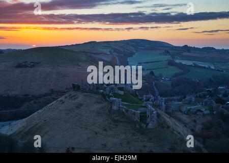 Sunrise over Corfe Castle in Dorset - Stock Photo
