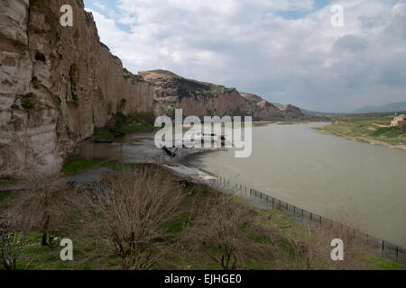 Tigris river in Hasankeyf, ancient town near Batman, Turkish Kurdistan, Turkey - Stock Photo