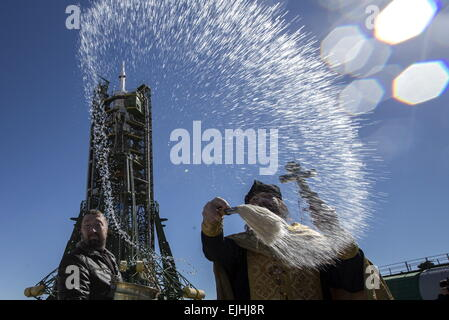 Baikonur, Kazakhstan. 26th Mar, 2015. An Orthodox priest consecrates a Soyuz FG rocket carrying the Soyuz TMA-16M - Stock Photo