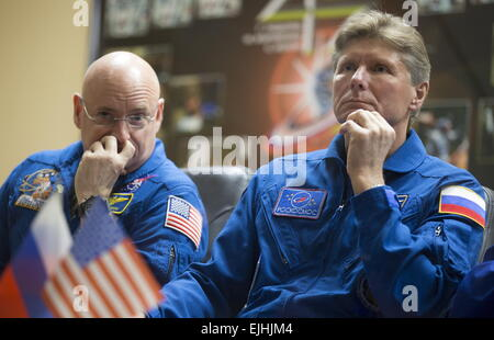 Baikonur, Kazakhstan. 26th Mar, 2015. US austronaut Scott Kelly (NASA) and Russian austronaut Gennady Padalka (RSA), - Stock Photo