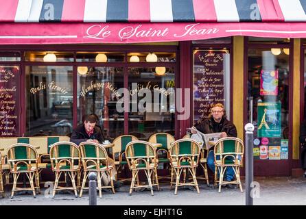 Outdoor cafe restaurant le saint jean in paris france for Miroir restaurant paris menu