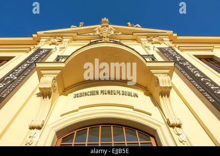 The golden yellow coloured entry to the Jewish Museum in Berlin, Germany. - Stock Photo