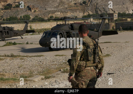 U.S. Army Lt. Col. James Deore of Willis, Texas, watches the 4th Brigade Combat Team, 10th Mountain Division command - Stock Photo
