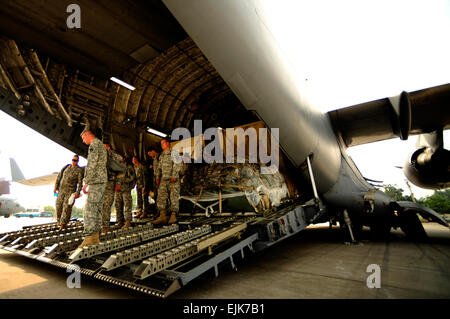 U.S. Army soldiers from the 16th Combat Aviation Brigade, Ft. Wainwright, Alaska, arrive to Chaklala Air Force Base, - Stock Photo