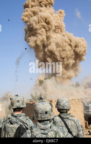 U.S. Soldiers from Green Platoon, 1st Battalion, 24th Infantry Regiment, 1st Stryker Brigade Combat Team, 25th Infantry - Stock Photo