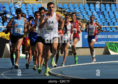 U.S. Army World Class Athlete Program distance runner Maj. Dan Browne leads the way in the first semifinal heat - Stock Photo