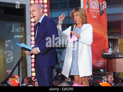 Matt Lauer, Kenny Chesney on stage for NBC Today Show ...