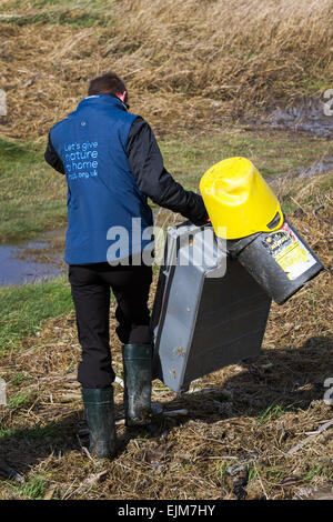 Southport, Sefton, Merseyside, UK. 29th March, 2015. UK Weather.   RSPB Beach 'Pick Up' of sea-borne trash, rubbish - Stock Photo