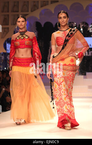 New Delhi, India. 29th Mar, 2015. Models display creations during the grand finale of Amazon India Fashion Week - Stock Photo