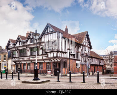 Tudor House Museum, a 15th century Grade 1 listed building in Southampton, Hampshire, England. - Stock Photo