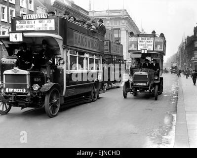 Buses driven by volunteers seen here in Oxford Street during the 10th day of the General Strike. The police escort - Stock Photo