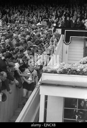 FA Cup Final 1960 at Wembley. Wolverhampton Wanderers 3 v. Blackburn Rovers 0. Saturday 7th May. Wolves walk out - Stock Photo
