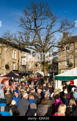 UK, England, Yorkshire, Grassington, Dickensian Festival, audience gathers in Main Square - Stock Photo