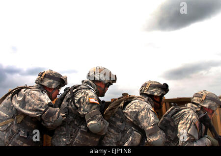 U.S. Army Soldiers assigned to Headquarters and Headquarters Company, 58th Infantry Brigade Combat Team IBCT practice - Stock Photo