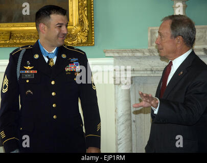 Sgt. 1st Class Leroy A. Petry meets with Michael Bloomberg, New York City mayor, during a visit to his office in - Stock Photo