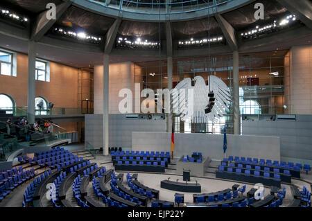 Deutscher Bundestag,  leerer Plenarsaal mit kleiner Besuchergruppe Berlin, Deutschland, Europa   Bundestag, Parliament - Stock Photo