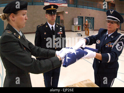 From right, U.S. Air Force Senior Master Sgt. Karen F. Erickson, North Dakota Air National Guard, U.S. Army Spc. - Stock Photo