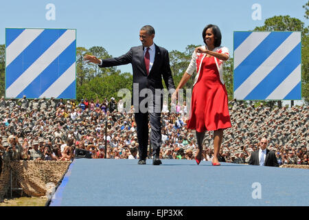 President Barack Obama and First Lady Michelle greet a crowd of more than 10,000 Soldiers, Family Members and members - Stock Photo
