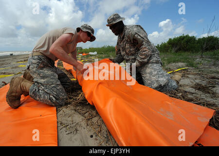 Soldiers with the Louisiana National Guard's 1023rd Vertical Engineering Company, 528th Engineer Battalion, fold - Stock Photo