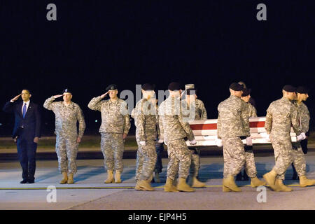 From left, President Barack Obama, U.S. Army Maj. Gen. Daniel V. Wright and Army Brig. Gen. Michael S. Repass salute - Stock Photo