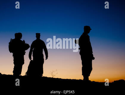 Sergeant Major of the Army staff members wait to depart FOB Sharana after spending an afternoon visiting soldiers - Stock Photo