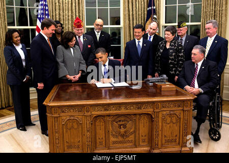 President Barack Obama signs an executive order on the Employment of Veterans in the Federal Government, Nov. 9, - Stock Photo