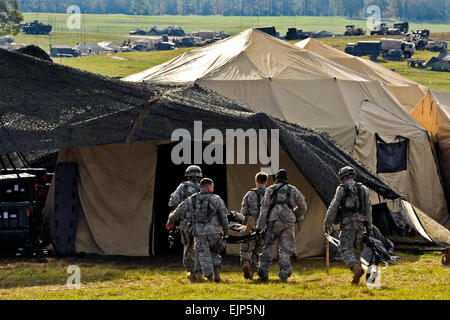 U.S. Army Soldiers litter transport a simulated injured patient to the Charlie medical tent during Joint Readiness - Stock Photo