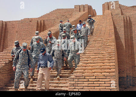 U.S. Army Brig. Gen. Michael Lally, left front, and Col. Dan Hokanson, behind Lally, lead Soldiers down steps of - Stock Photo