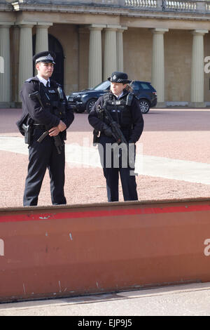Police standing behind a battering Ram inside the grounds of the residence of the Queen of England,Buckingham Palace - Stock Photo