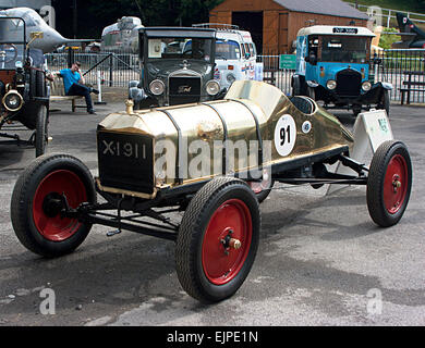 'The Golden Ford' 1911 Model T Ford racer at Brooklands Double Twleve Motorsport Festival 2014 - Stock Photo