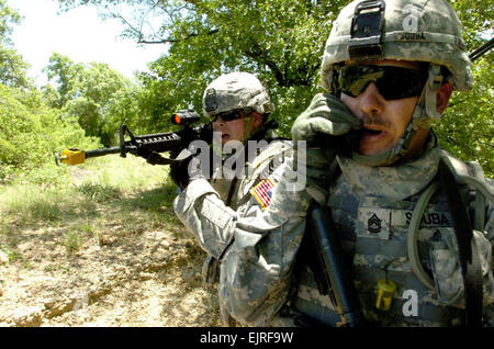 Colorado Springs, Colo., native Sgt. 1st Class Chris Souba and Long Beach Calif., native Pfc. Matt Turpin communicate - Stock Photo