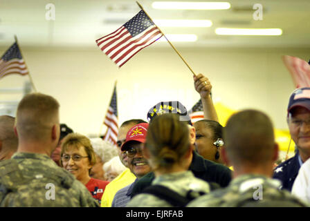 A total of 193 service aarmed forces, texasmembers from all branches of the armed forces are greeted by family and - Stock Photo