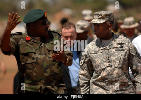 U.S. Army Gen. William E. Ward, commander of U.S. Africa Command, talks with Ugandan People's Defense Force Col. - Stock Photo