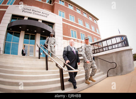 Under Secretary of the Army Joseph W. Westphal begins a tour of Fort Bragg hosted by FORSCOM Commander Gen. David - Stock Photo