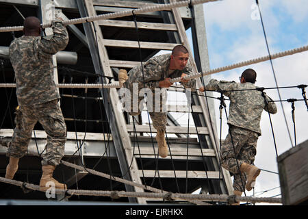 """U.S. Army Soldiers negotiate the """"Victory Tower"""" at Fort Jackson, S.C. Oct. 25, 2012. Victory Tower is - Stock Photo"""