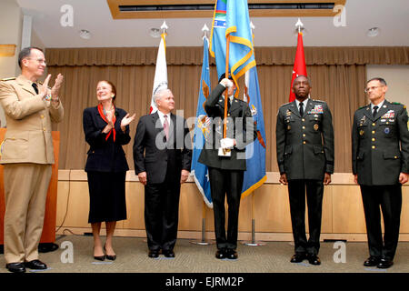 L to r Chairman of the Joint Chiefs of Staff Admiral Mike Mullen, Administrator, United States Agency for international - Stock Photo