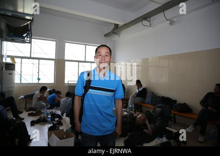 (150331) -- DJIBOUTI, March 31, 2015 (Xinhua) -- A Chinese evacuee stands at the temporary rest center in Hassan - Stock Photo
