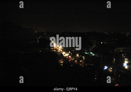 (150331) -- LAHORE, March 31, 2015 (Xinhua) -- Photo taken on March 31, 2015 shows vehicles move on a road during - Stock Photo